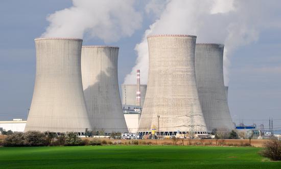 Установка третьего насоса в системе охлаждения бассейна с отработанным ядерным топливом на АЭС Дукованы